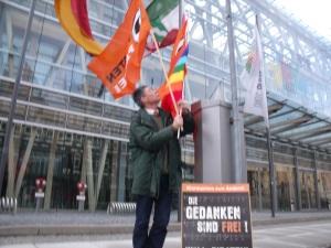 Dietmar Moews vor dem NRW-Haus in Berlin