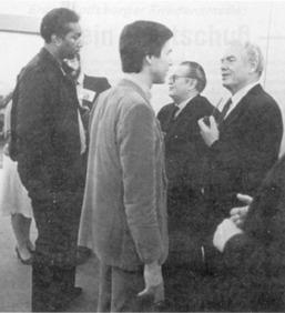 von links, US-Hochspringer, Dr. Horst Meyer, NOK-Präsident Willi Daume, Berhold Beitz