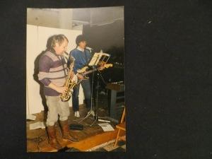 Fokko von Velde spielt J. S.Bach auf dem Saxophon im Spielplatz er Künste Hannover, Dietmar Moews, Stromgitarre, 1989