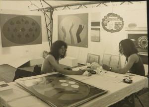Galerie M auf dem Kunstmarkt Göttingen 1974, Dietmar Moews, links und Gerhard Merkin