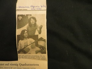 Hannoversche Allgemeine Zeitung im Mai 1973: Die jungen Maler, sitzend Gerhard Merkin (22), stehend Dietmar Möws (22)