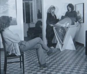 Gerhard Merkin links, Dietmar Moews zeigt eine Grafik von Neubauer