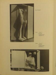 PETER MARGGRAF 1974, Plastische Objekte, lebensgroße Polyesterabwicklungen in Holz-Kubus