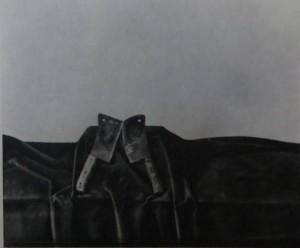 """DETLEF AUS DEM KAHMEN """"Stilleben: Rostige Hackmesser auf blausamtiger Drappierung"""", 50 cm / 60 cm, Tempera auf Leinwand 1974"""