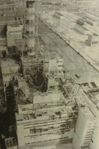 explodiert und ausgebrannt - Reaktorblock 4 von Tschernobyl im April 1986